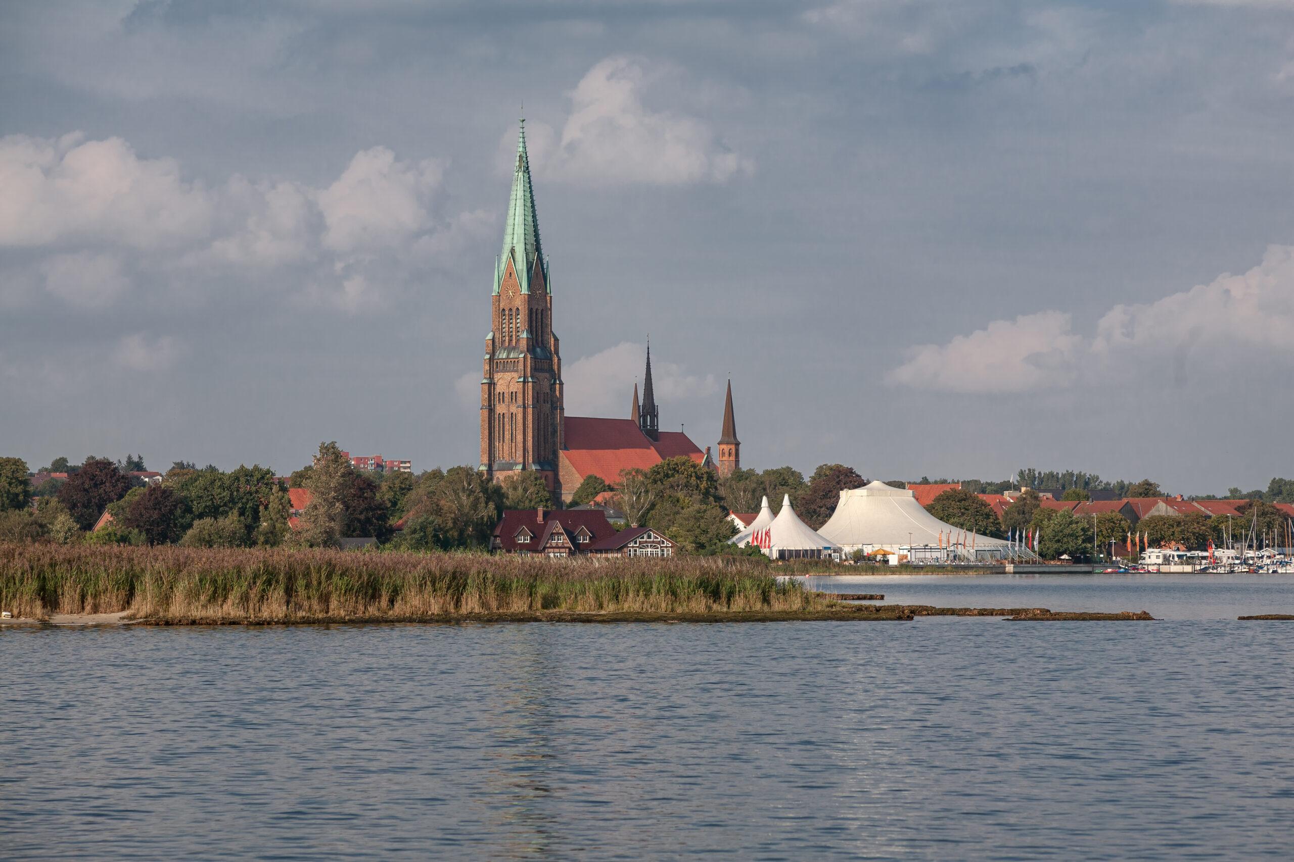 Schleswig von der Schlei aus